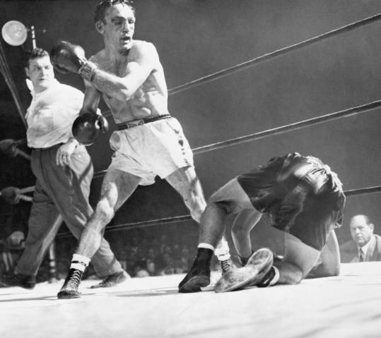 Boxeo profesional: Carmen basilio noquea a rival con su izquierda