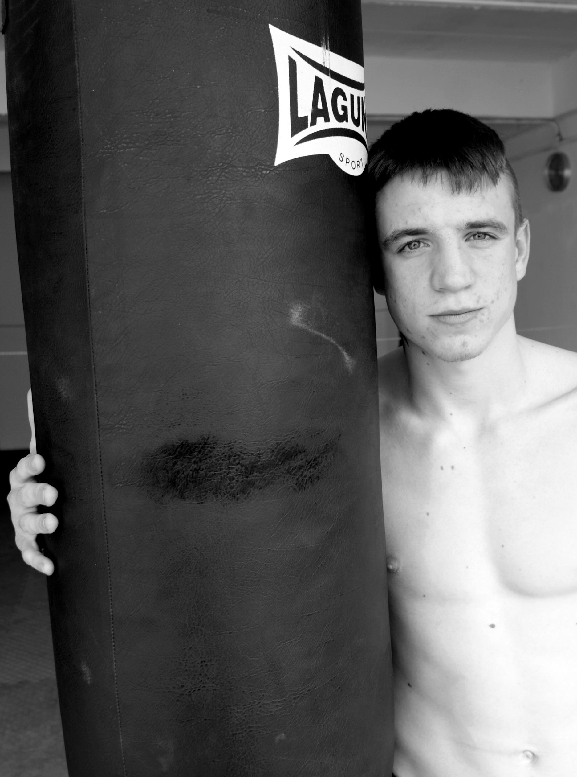 Boxeo, Bilbao: Kerman Lejarraga, en su medio natural, el entrenamiento