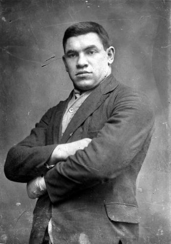 """Boxeo profesional: Paulino Uzkudun, presentado en el Madison Square Garden ante Joe Louis como """"El Toro Vasco"""""""