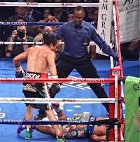 El propio Márquez y el árbitro parecen sorprendidos por lo radical del KO (Foto de boxingnews24.com)