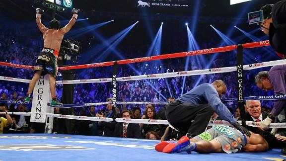 Márquez celebra su victoria incontestable mientras cunde la preocupación por el estado de Pacquiao (Foto de boxingnews24.com)