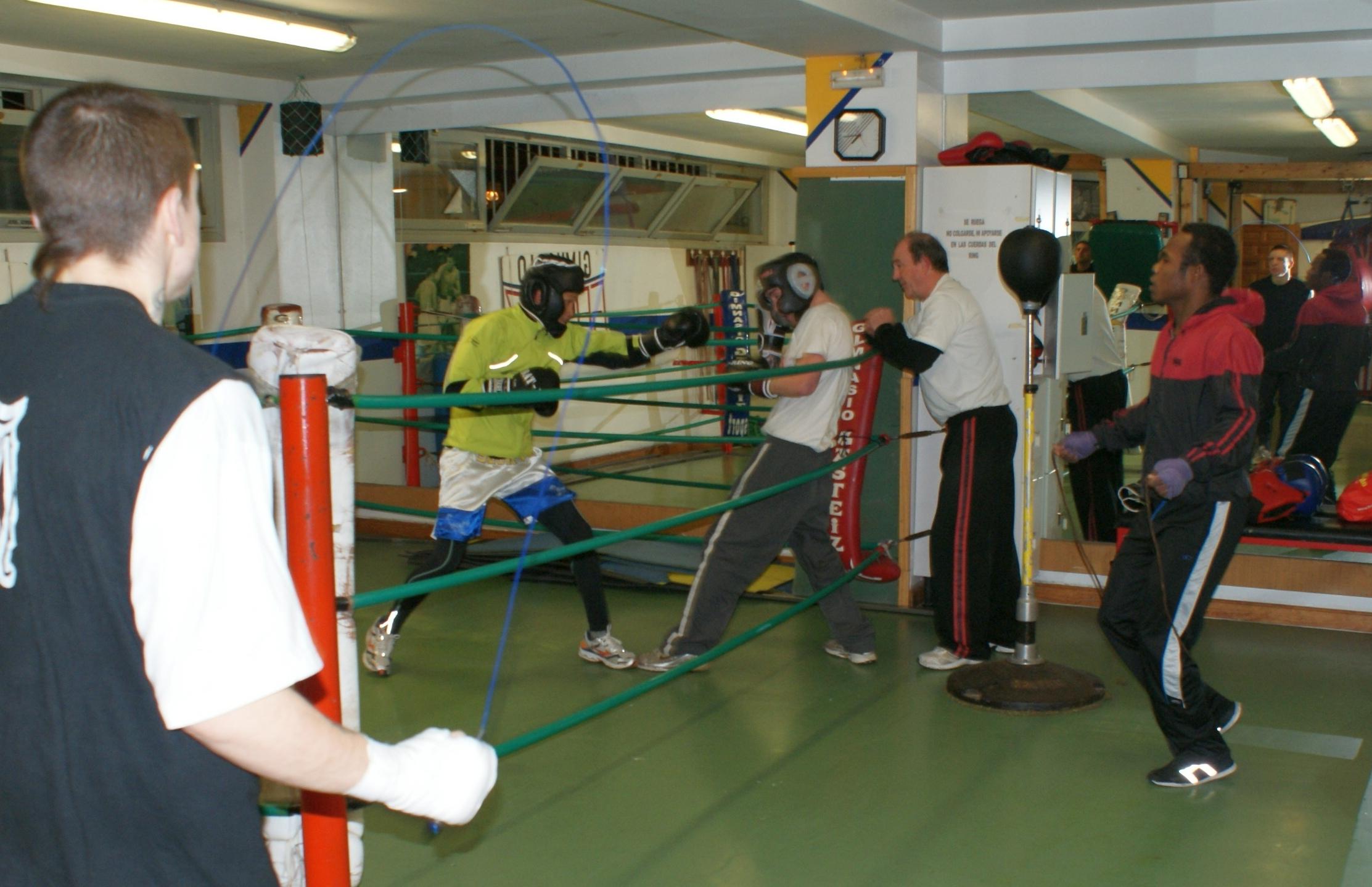 Entrenamiento de Boxeo Profesional en Gasteiz Sport (Reynaldo Cajina, Nacho Mendoza, Kerman Lejarraga, Andoni Alonso, José Luis Celaya )