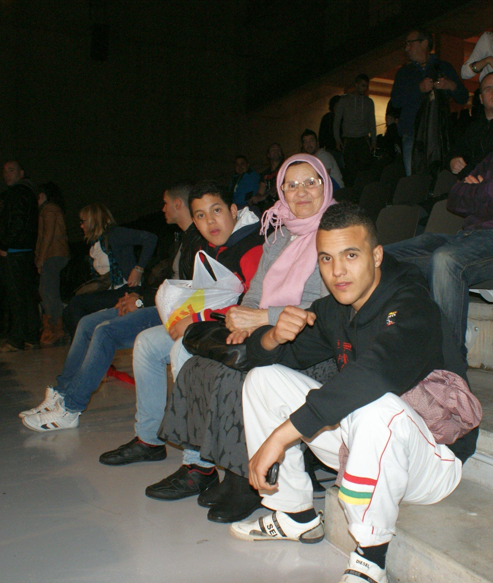 El boxeador Chimo Eddine con su familia
