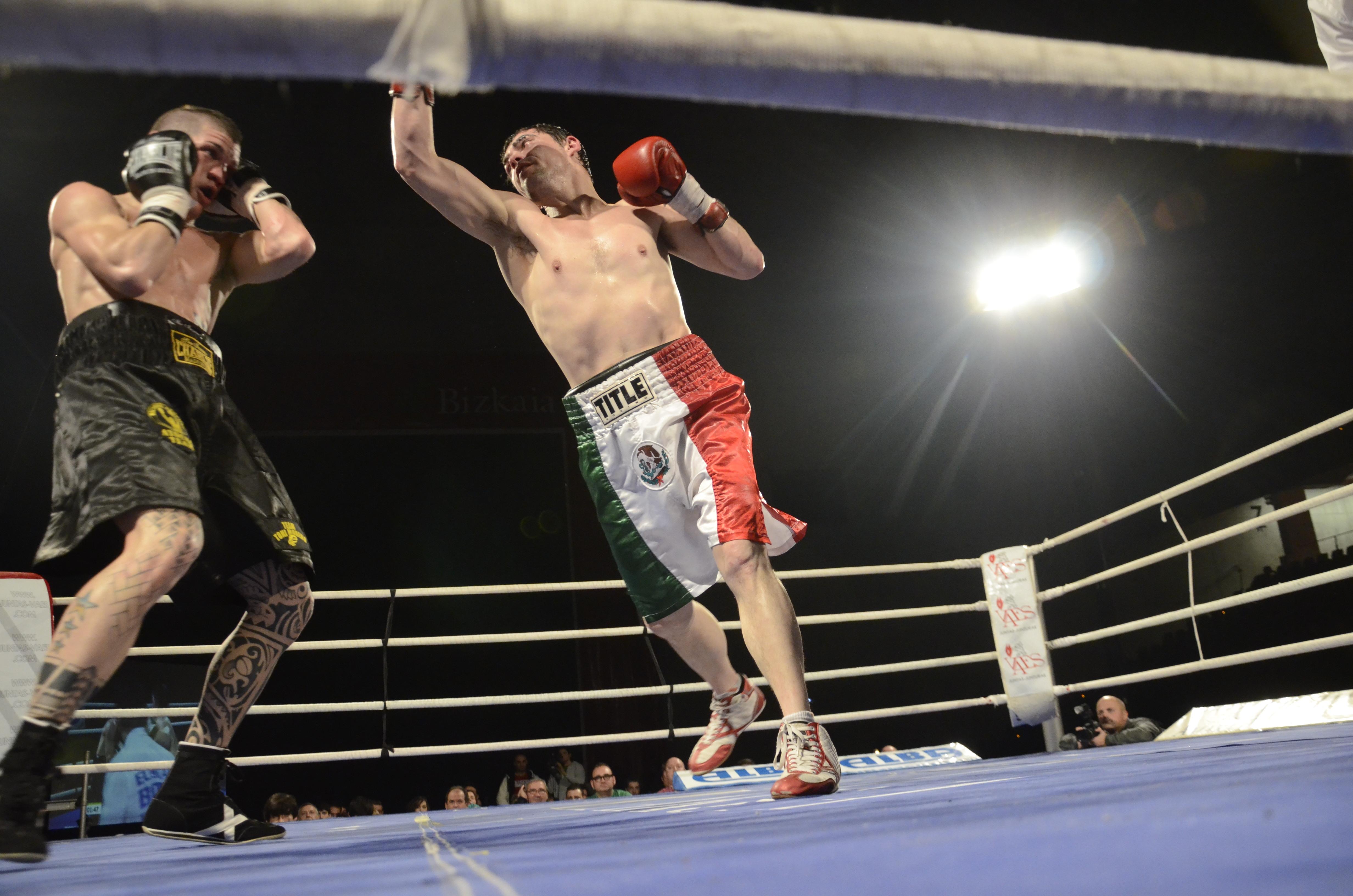 Boxeo profesional: Combate de boxeo entre Andoni Gago e Iván Ruiz, Bilbao