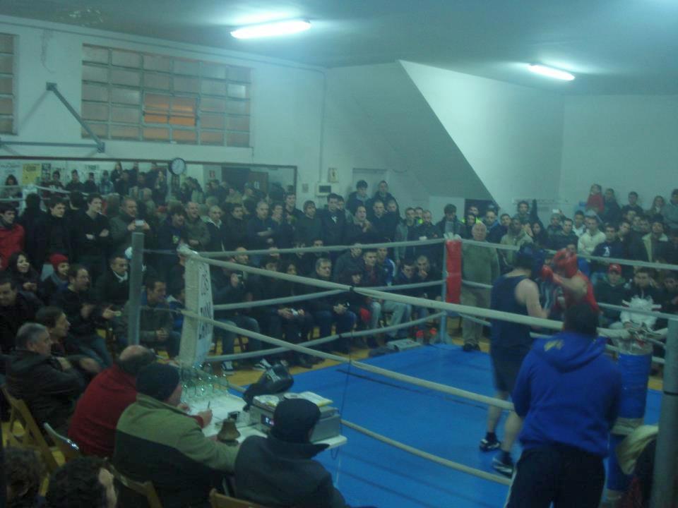 Velada de boxeo en el ring del Club Escuela de Anoeta