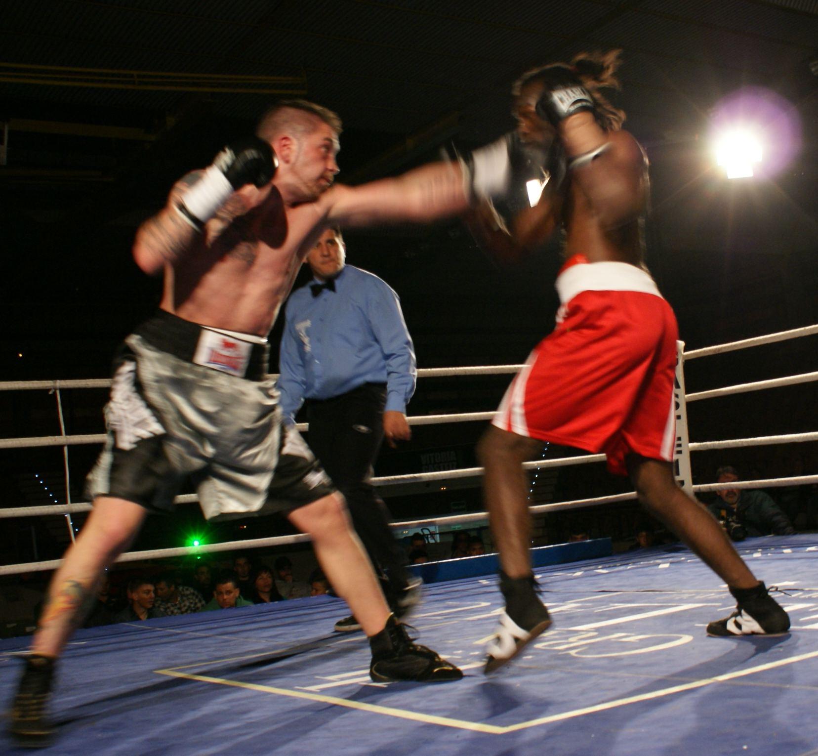Andoni Alonso y Jair Cortez, boxeo en Vitoria Gasteiz