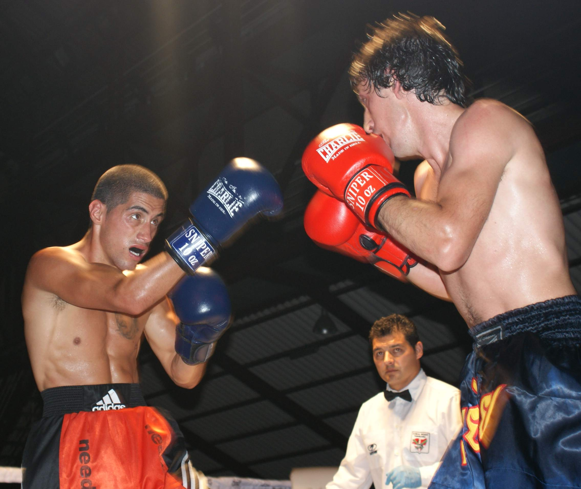Boxeo: El vigente Campeón de Euskadi del gallo, el argentino de la Escuela Anoeta Leo Berreaute, protagonizó uno de los combates más vistosos de la noche
