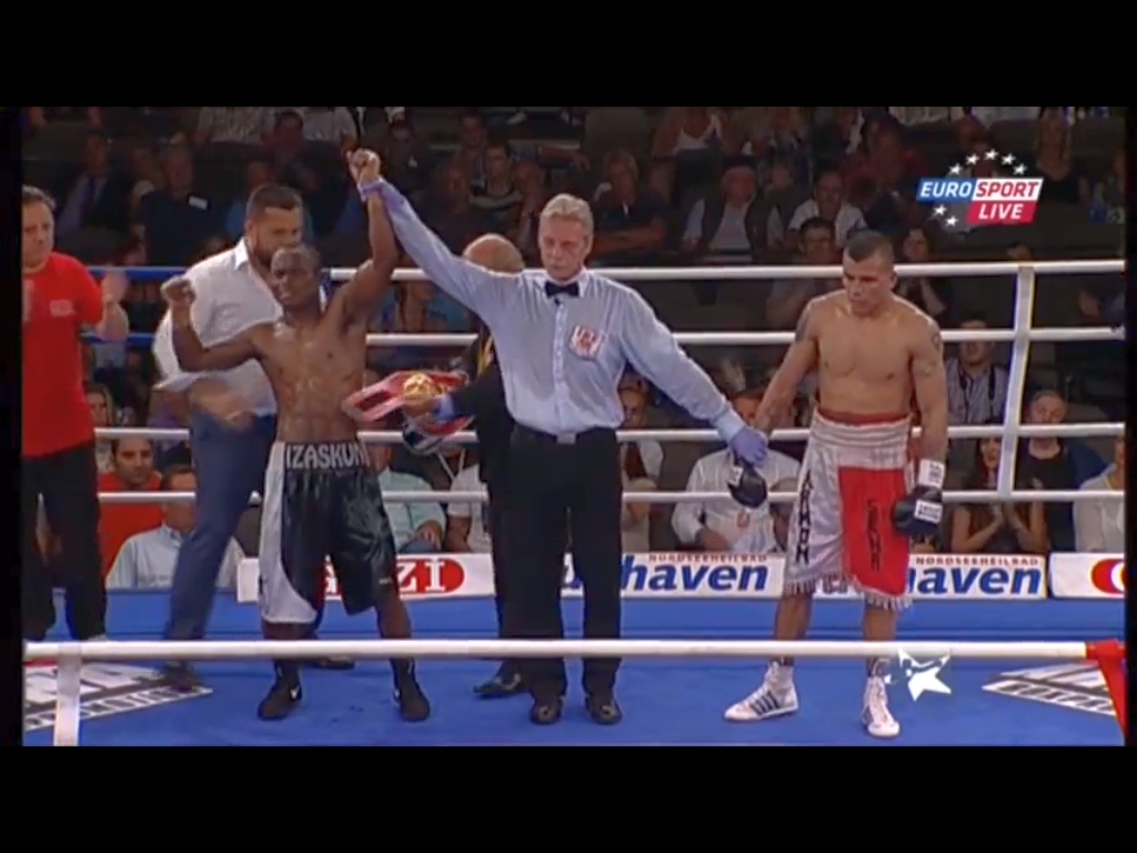 Nacho Mendoza, ganador del título de Campeón Intercontinental de la Federación Internacional de Boxeo