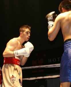El boxeador profesional Sandor Martín durante un combate