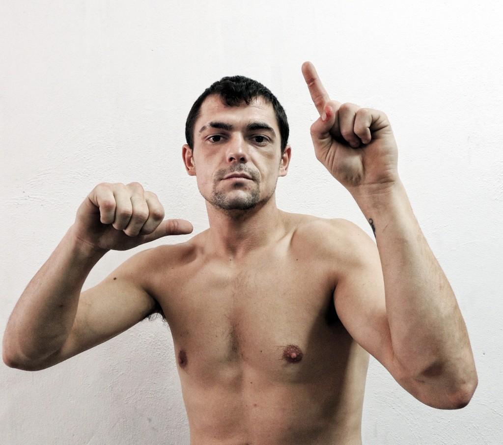 El boxeador bilbaíno Andoni Gago, a pesar del respeto que le merece el tinerfeño King Daluz, confía plenamente en su posibilidades de cara al combate del próximo viernes en Madrid.