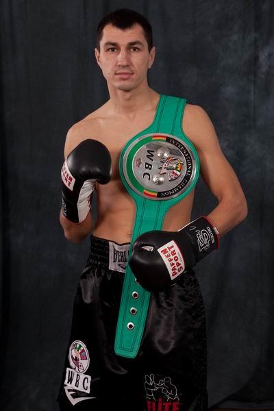 Viktor Postol, tres veces campeón internacional del superligero por la WBC