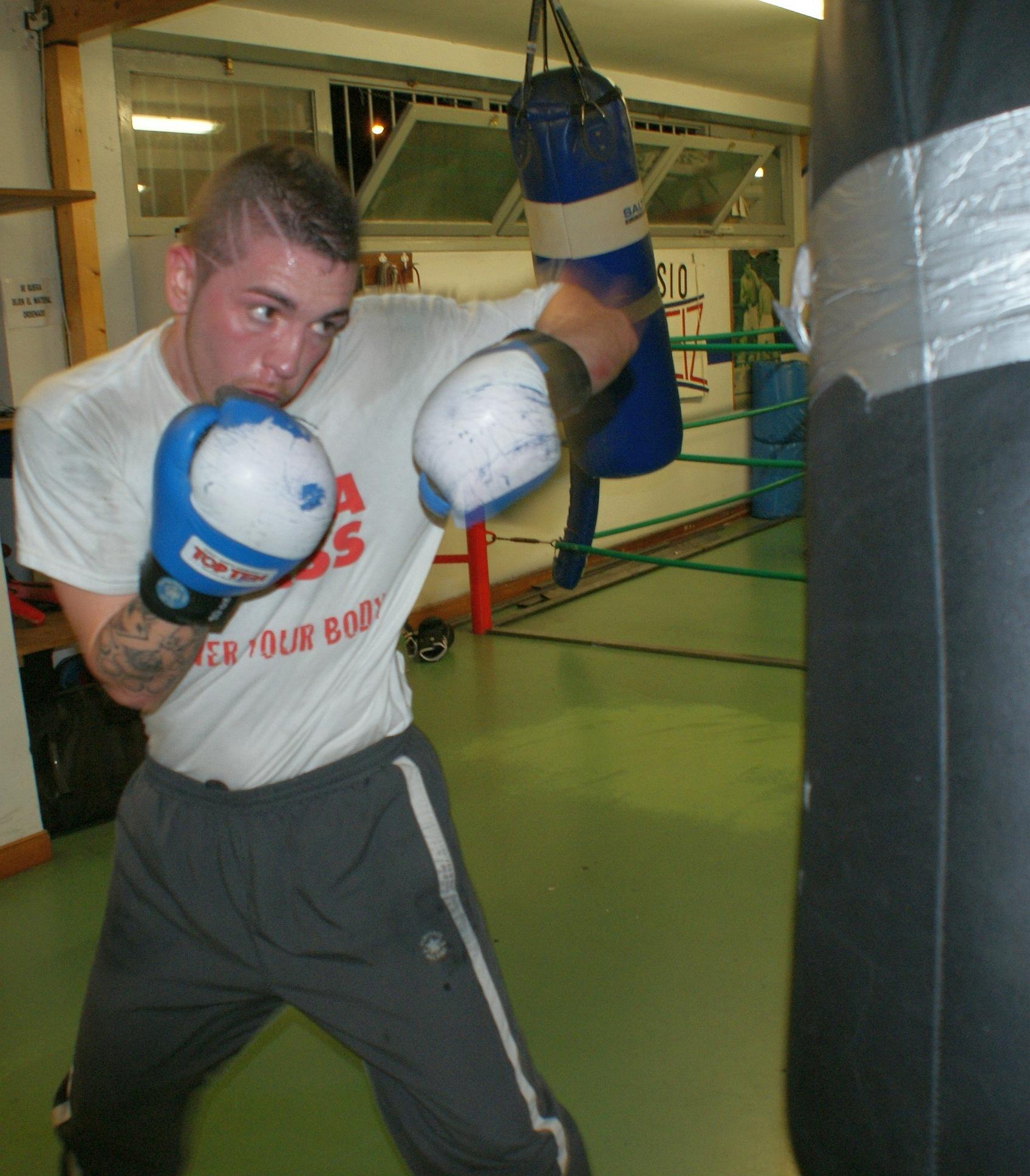 Andoni Alonso, boxeador profesional natural de Vitoria-Gasteiz que ha pasado el peso superligero al ligero