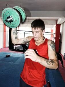 El boxeador profesional Kerman Lejarraga entreando