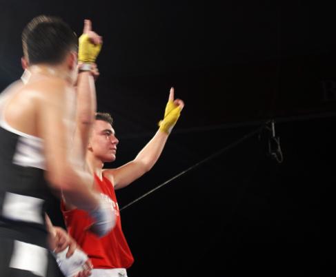 El boxeador bilbaino Jon Fernández celebra uno de sus triunfos de este 2013.