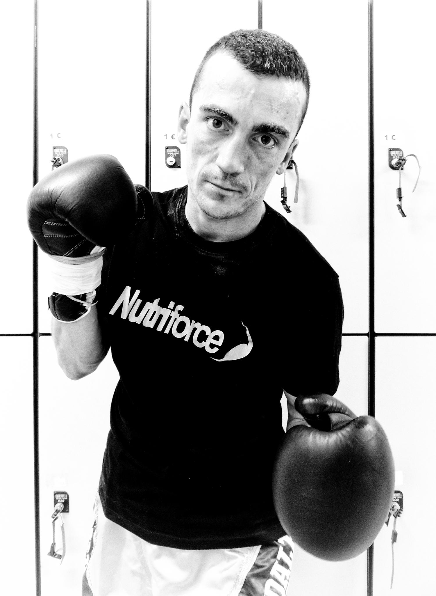 El boxeador profesional fernando Suárez, antes de su combate en Getxo