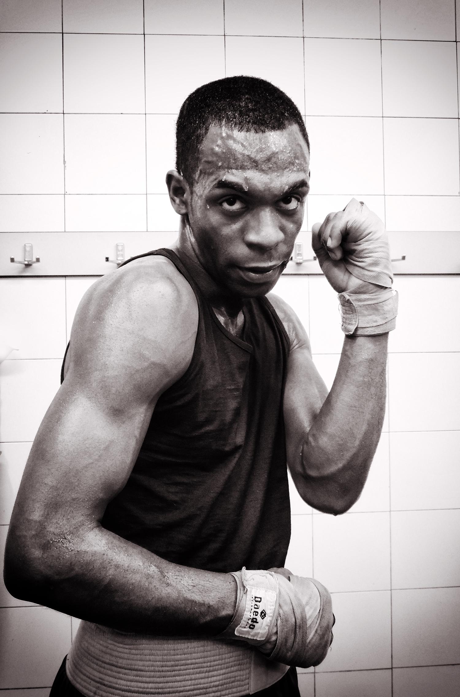 El boxeador Ramón González tras su combate en Getxo