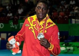 El welter mallorquín de origen senegalés Sissokhó una de las estrellas de la selección española de boxeo que subirá al ring en Fadura el próximo 22 de febrero. Boxeo.