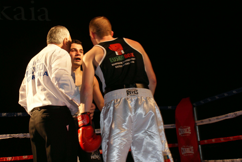 El combate entre Giorgi Bazanov y Artem Sukhanov dentro del peso welter era uno de los más esperados. Dos buenos boxeadores con estilos diferentes que no defraudaron