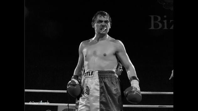 El boxeador profesional Andoni Gago tras ganar un combate en Bilbao
