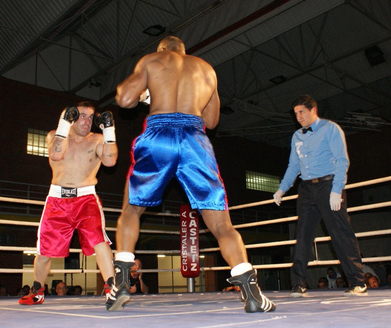 Asier Molero y Alberto Morais en el semifondo de la velada de boxeo de Judimendi