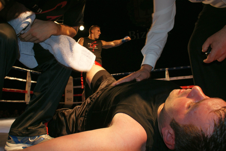 El superpesado puso un inesperado broche a la velada: Ieltxu Lahuerta venció por KO en el segundo asalto a Sergio Maroto.