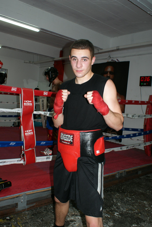 Boxeo: Xabier Burgueño, de la Escuela Anoeta, campeón de Gipuzkoa del peso ligero.