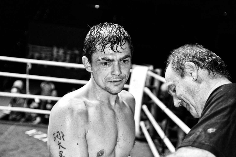El boxeador profesional Andoni gago tras ganar un combate en La Casilla, Bilbao