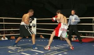 Boxeo profesional: Instantánea del trepidante Gago contra Karmoun  en Bilbao