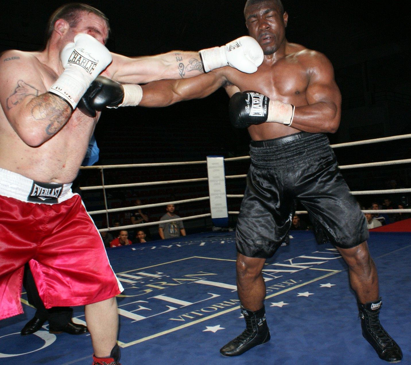Molero y Caicedo, boxeo profesional en Bilbao