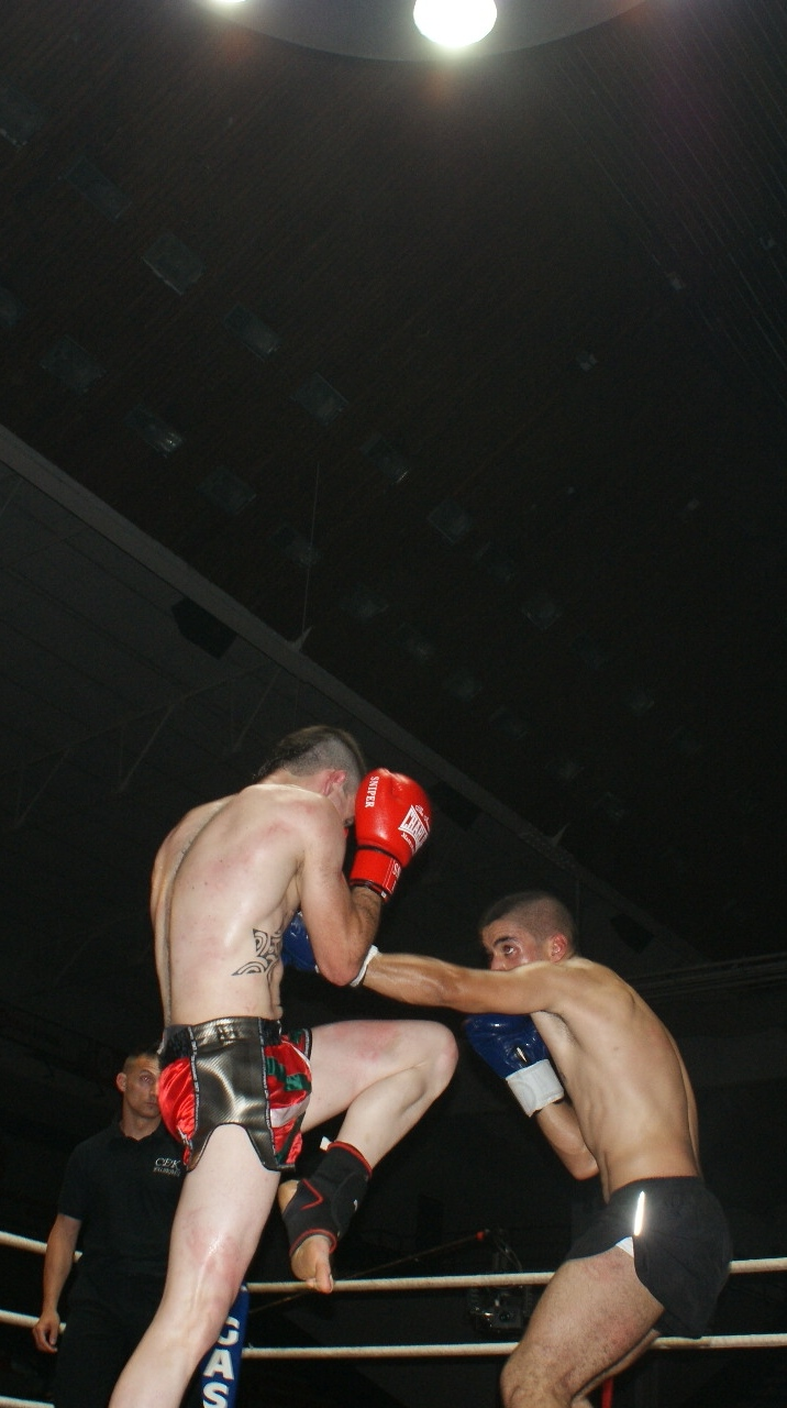 Espectacular combate de K1 entre Haritz López de Lacalle y Jouad Hachimi. Se impuso el primero.