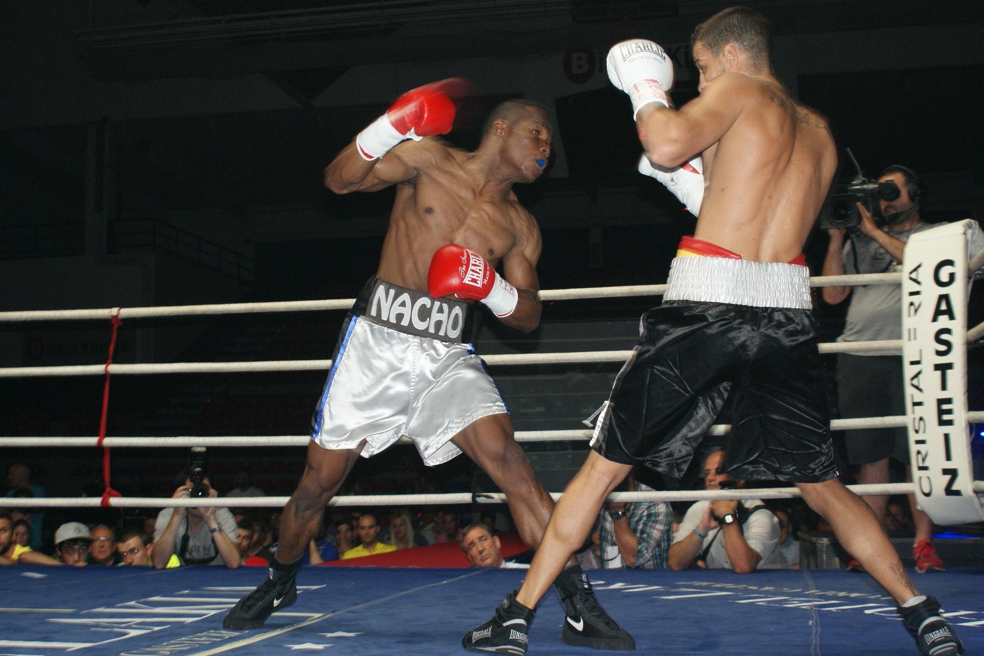 Mendoza ataca a Daluz con la derecha