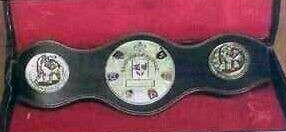 El cinturón de triple campeón de Euskadi que la Federación Vasca de Boxeo entregará a Andoni Gago el próximo 15 de noviembre en La Casilla. (Foto, El Mundo Deportivo)