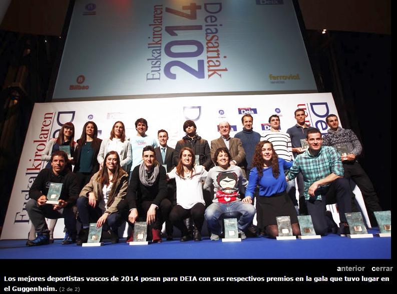 Celaya, en el atrio del Guggenheim, junto a Txutxi del Valle, representan a EuskoBox entre un selecto grupo de deportistas. La promotora fue distinguida con el galardon al impulso al deporte en Euskadi por el diario Deia.