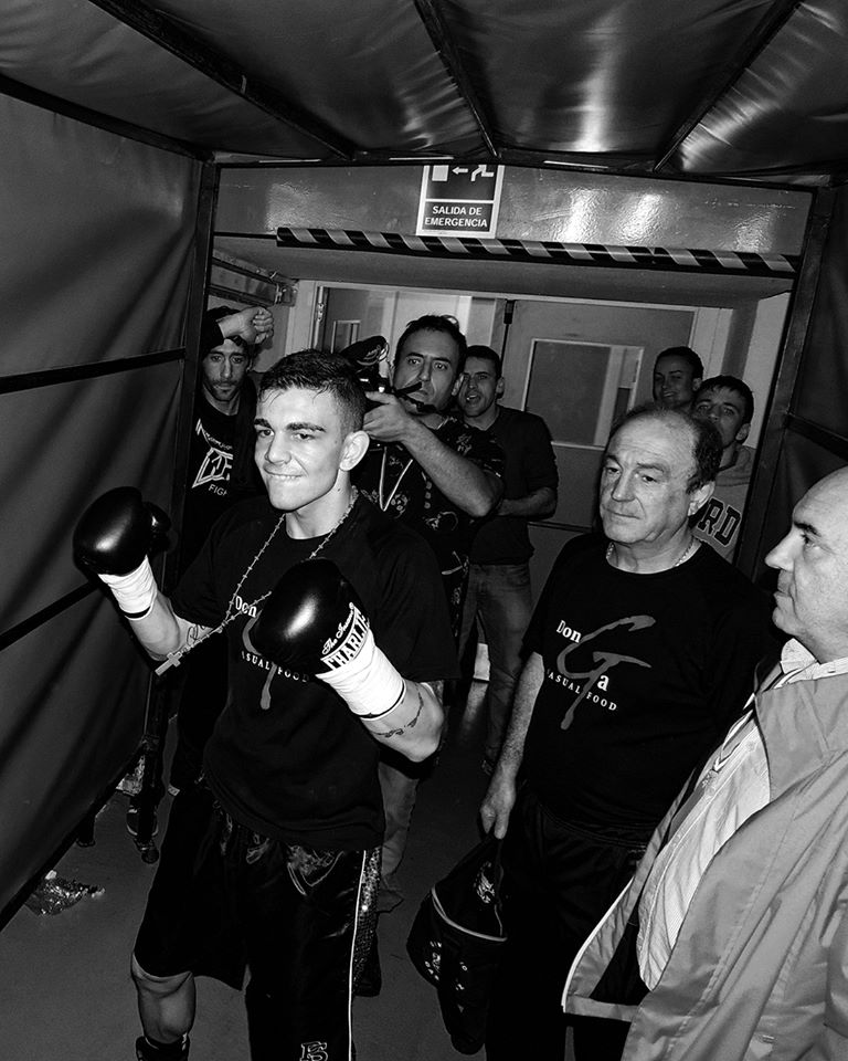 El boxeador profesional Jon Fernández, a punto de salir al ring en Bilbao