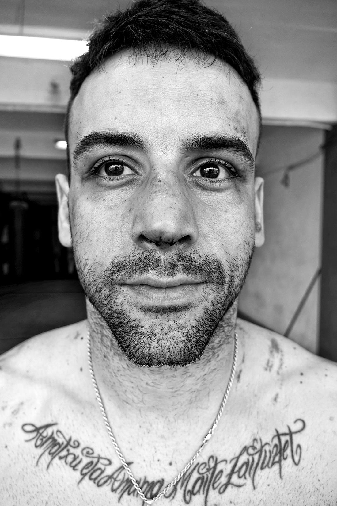 Retrato de Haritz López de Lacalle tras el combate de K1 en el que ganó el cinturón de campeón de España WAKO