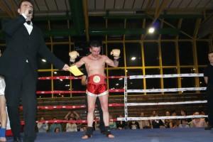 El luchador de K1, Haritz López de Lacalle, con su cinturón de campeón de España de K1