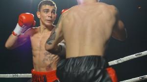 Boxeo: Jon Fernández jabea de izquierda ante el madrileño Jesús Sánchez en el Jai Alai