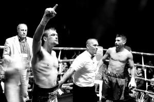 Boxeo profesional: Andoni gago celebra una victoria en La Casilla, Bilbao.