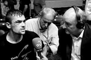 Boxeo profesional: Andoni Gago habla con la televisión en La Casilla, Bilbao.