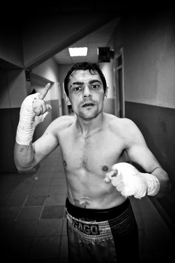 Boxeo profesional: Andoni Gago celebra su importante victoria ante el buen Alae Karmoun hace poco más de un año en La Casilla (