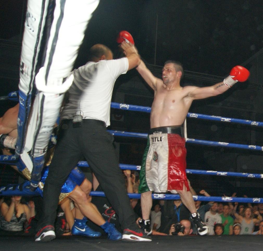 Boxeo profesional: Andoni Gago vence a Sergio Romero por KO técnico