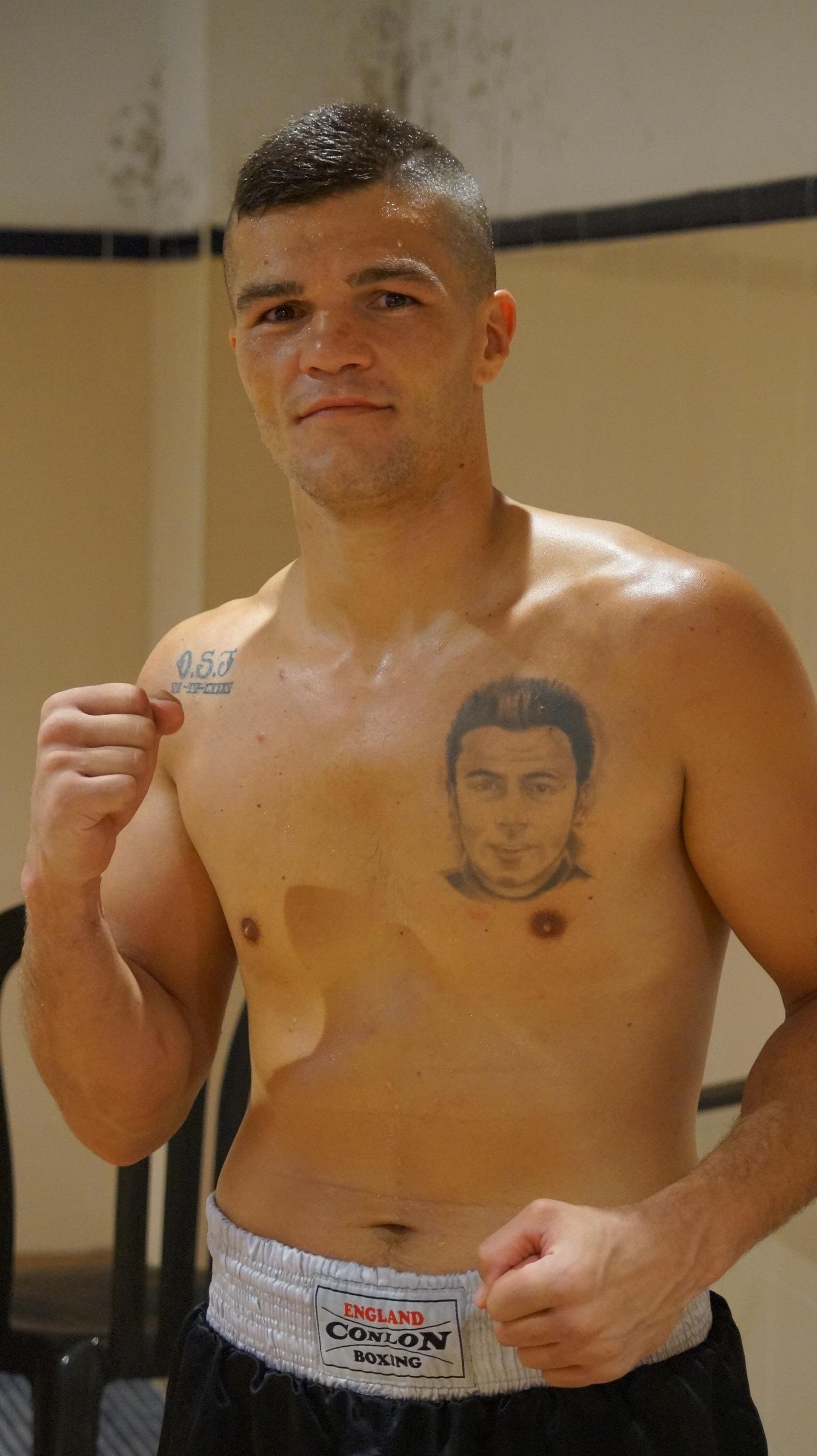 Boxeo profesional: Antonio Benítez, tras su penúltimo combate, en mayo pasado, ante Herminio Martínez en San pedro Alcántara.
