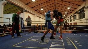 Sesión de guantes entre Nacho Mendoza y Jon Fernández esta misma semana en el Gimnasio Gasteiz Sport bajo la supervisión de José Luis Celaya e Igor Cabezas.