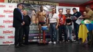 Nacho Mendoza, con 66 kilos exactos, ofreció un extraordinario aspecto en el pesaje