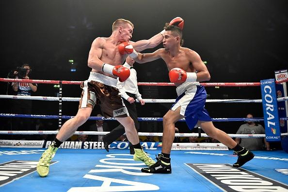 Reynaldo Mora ataca al prospecto británico Jamie Kavanagh durante un combate celebrado recientemente en el estadio Wembley de Londres (Foto, Getty Images)