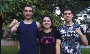 Entre Andoni Domínguez y su hijo, Maider Domínguez, hermana de uno y tía del segundo, que también practica boxeo.