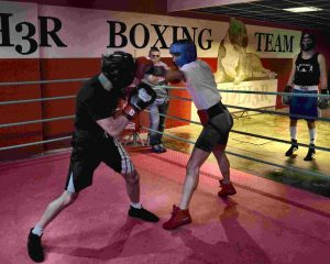 El boxeador bermeano Alex Parte (de negro) durante una sesión de sparring con Jon Fernández esta misma semana.