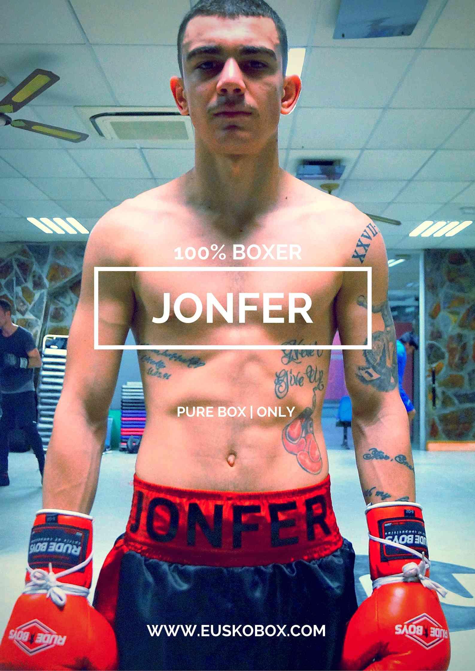 El boxeador profesional de Bilbao Bizkaia Jon Fernandez Jonfer durante un entrenamiento de boxeo en Bilbao