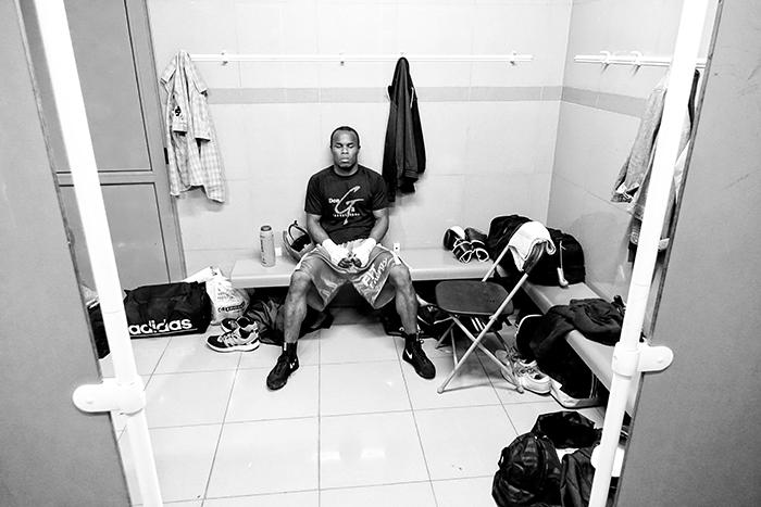 Boxeo en Ordizia Guipuzcoa, el boxeador de Vitoria Gasteiz, Nacho mendoza, en el vestuario