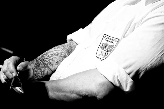Velada de boxeo en Ordizia Guipuzcoa, el brazo del juez